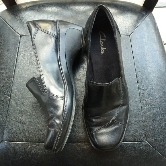 Clarks Shoes - $28. CLARKS Comfort  9M